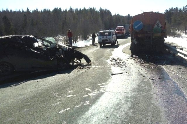 Опубликованы фотографии с места смертельного ДТП в Иркутской области