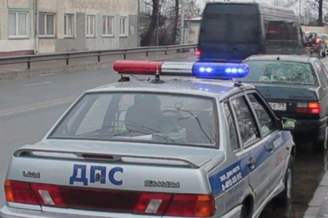 В Калининграде ищут водителя, сбившего 15-летнюю девушку возле автобуса.