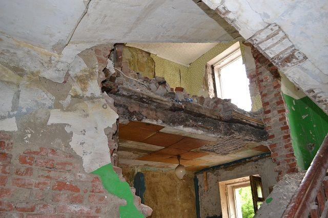 Далеко не все жильцы после расселения увезли свои вещи.