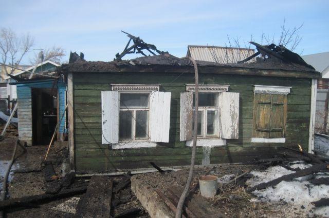 В Оренбурге пожилая женщина едва не погибла на пожаре в собственном доме
