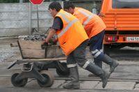 Иностранцы в основном занимаются физическим трудом.