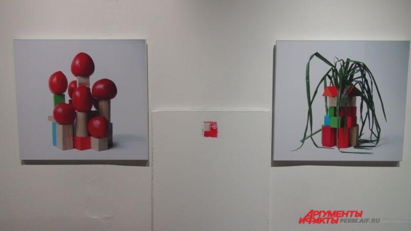 Художник дважды приезжал в Пермь, его видеоинсталляции транслировались на фронтоне Театра-театра