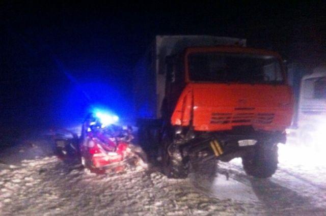 Автокатастрофа с смертью троих молодых людей вХМАО. Следственный комитет возбудил уголовное дело