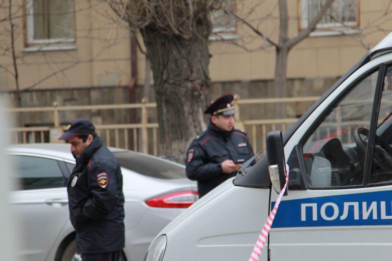 Следственные органы СК по Ростовской области возбудили уголовное дело по статье покушение на убийство, совершенное общеопасным способом и незаконный оборот взрывчатых веществ.