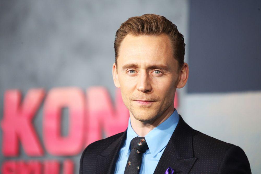 Том Хиддлстон. Большинство помнит его по роли Локи в фильмах Marvel, а также по фильмам «Выживут только любовники» и «Багровый пик».