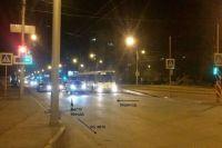 Мужчина человек на рулём автомобиля, приметы которого неизвестны, сбил 25-летнюю девушку, переходившую дорогу по пешеходному переходу.