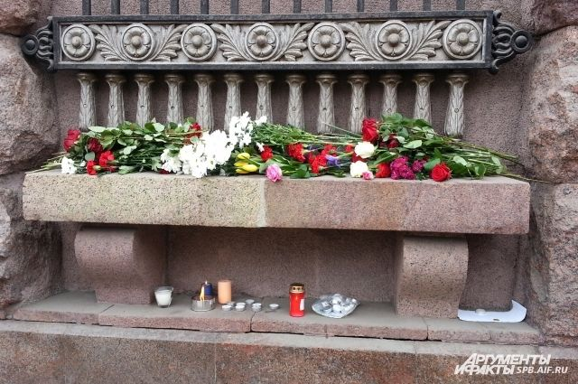 Матвиенко возложила цветы кмемориалу около «Технологического института»