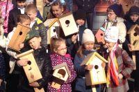 Дети позаботятся о перелётных птицах.