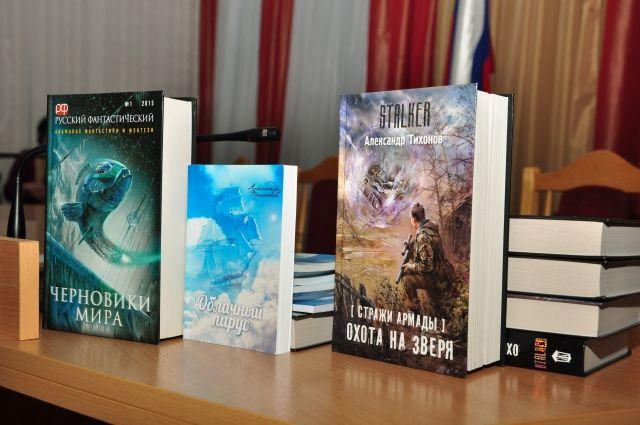Книги Александра Тихонова продают по всей стране, но он остаётся верен Таре.