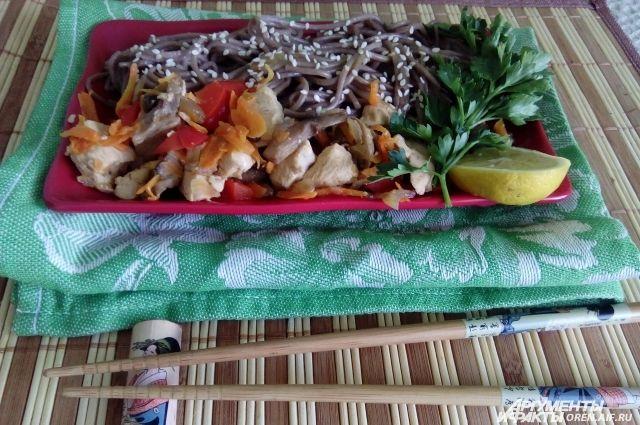 Готовим традиционное японское блюдо.