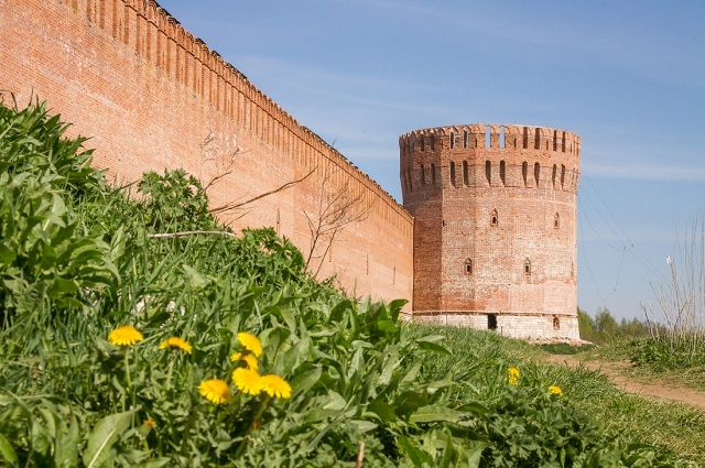 Смоленская крепостная стена - без сомнения, достопримечательность, которую должен увидеть каждый гость города.