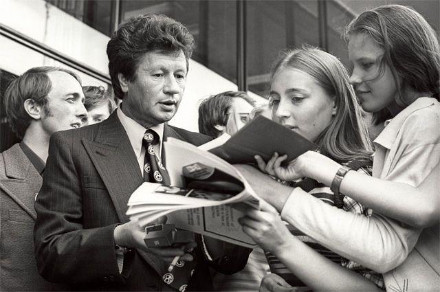 Леонид Быков на Московском Международном кинофестивале. 1970 год.