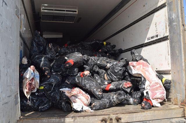 Неменее 20 тонн мяса неизвестного происхождения задержали вАлексеевском районе