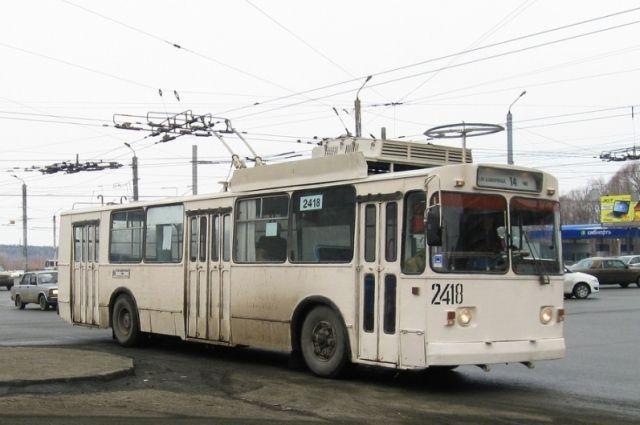 ВЧелябинске утроллейбуса впроцессе движения отвалилось колесо
