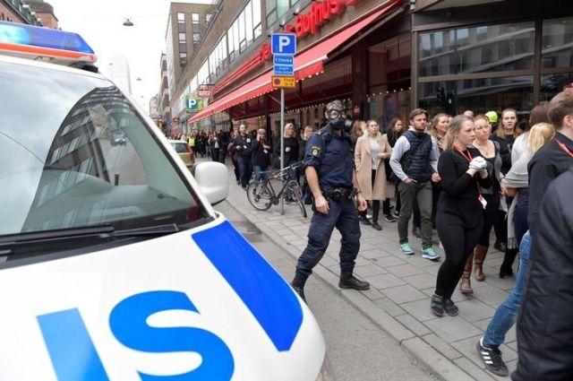 Милиция оцепила королевский дворец ипарламент вСтокгольме после теракта