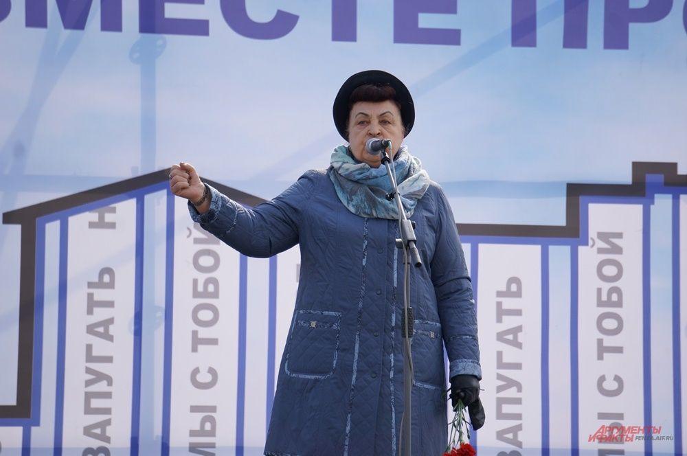Председатель городского совета ветеранов Валентина Савкина поблагодарила всех пришедших за неравнодушие.