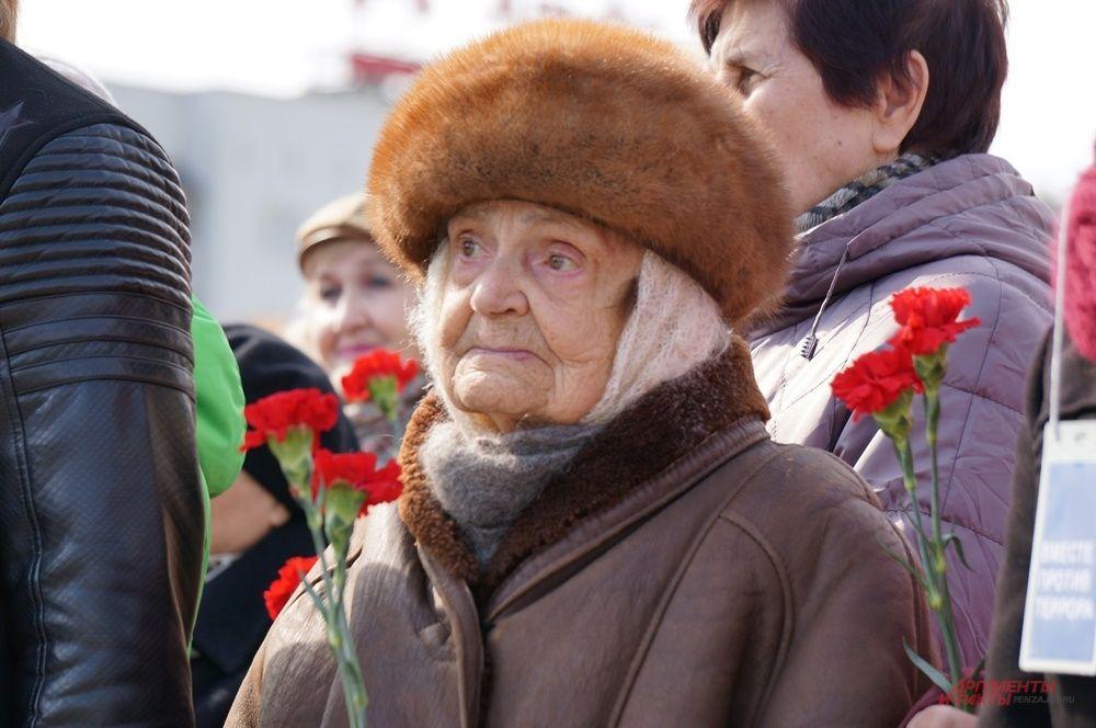 Среди пришедших на митинг было много пенсионеров.