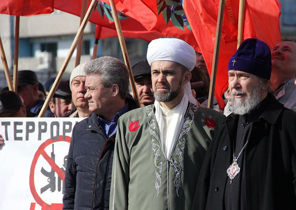 Плечом к плечу стояли христиане и мусульмане