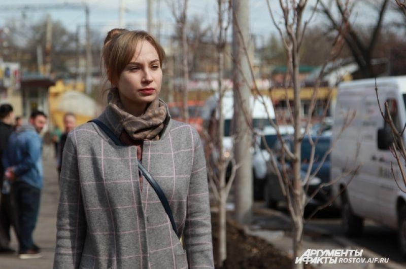 Дендролог Первомайского района Юлия Лукьянченко рассказала, что деревья уже адаптированы к месту, так как выращивались в Ростовской области.
