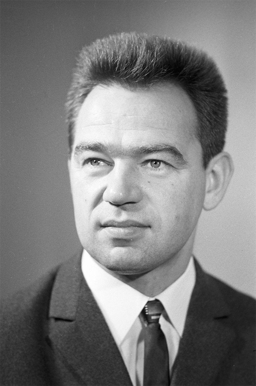 Бортинженер космического корабля «Союз-17» Георгий Михайлович Гречко. 1975 год.