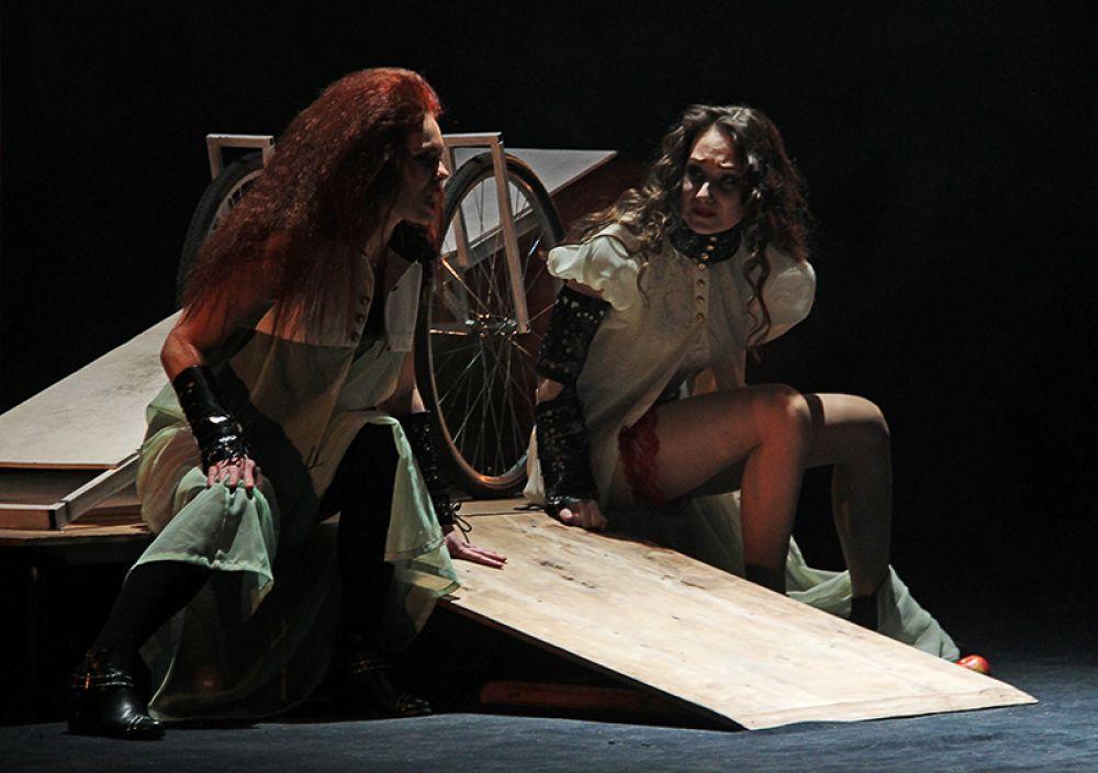Элисия и Ареуса вынашивают планы мести за Селестину, убиенную сообщниками