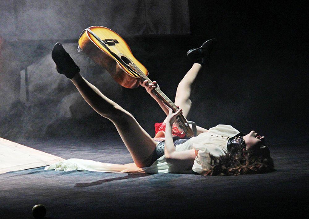 Этюд для гитары в испонении страстной испанской дамы
