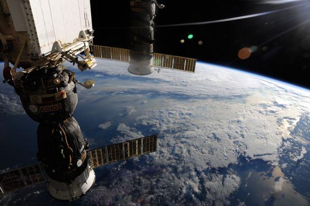 Международный экипаж МКС вернулся наЗемлю