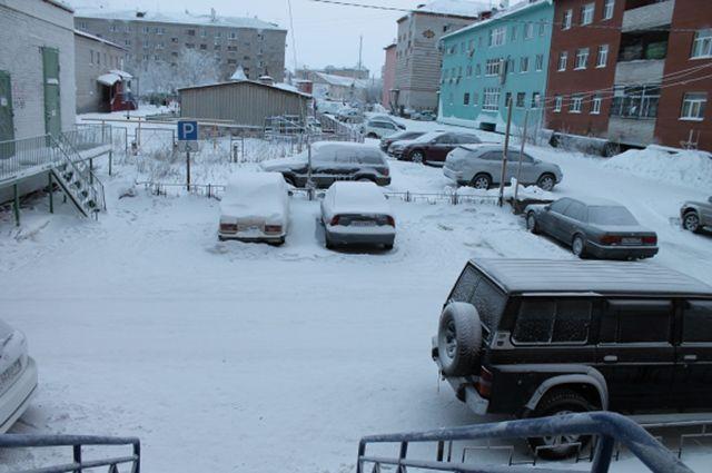 В Салехарде ребенок провалился под снег и самостоятельно не мог выбраться.