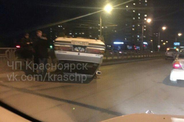ДТП произошло из-за того, что водитель не смог войти в поворот.