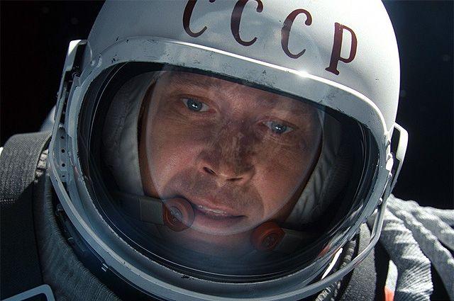 Роль Алексея Леонова исполнил Евгений Миронов.