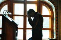 Для православных христиан эти дни посвящены молитве.