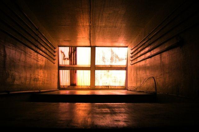Подросток сорвался в шахту лифта.