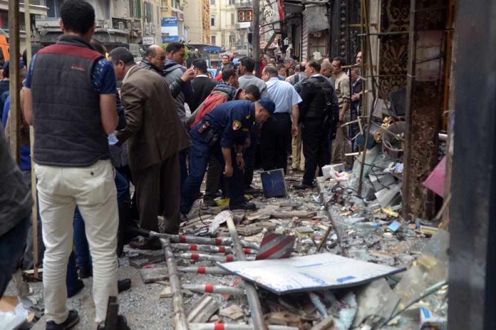 Позже стало известно об ещё одном взрыве, в Александрии. Террорист-смертник взорвал себя у дверей кафедрального собора.