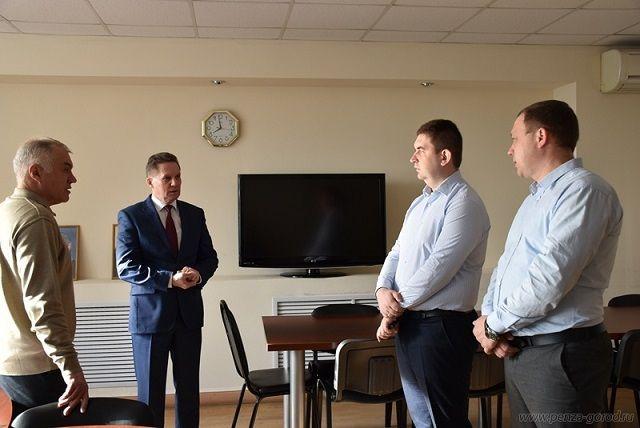 Мэр города поручил начальнику департамента ЖКХ г.Пензы Андрею Скрипкину принять действенные меры по усилению контроля за качеством ремонта дорог.