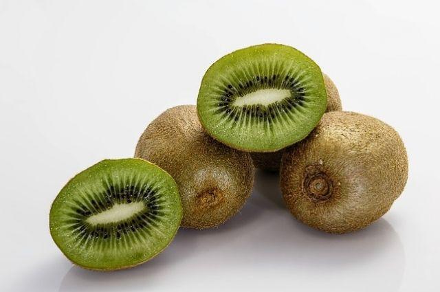 Три тонны фруктов из Италии уничтожили бульдозером.