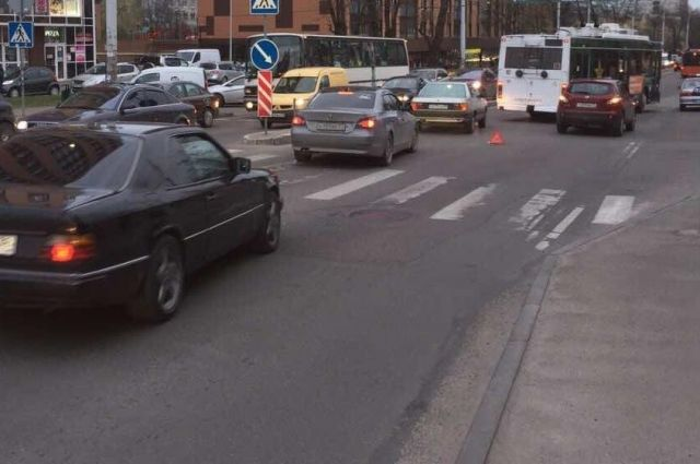 В Калининграде автоледи сбила 9-летнюю девочку на пешеходном переходе.