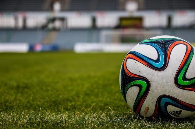 Футбольные ворота упали на мальчика во время игры.