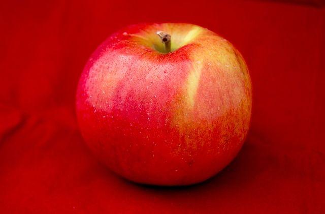 Печёные яблоки полезны для больных панкреатитом.