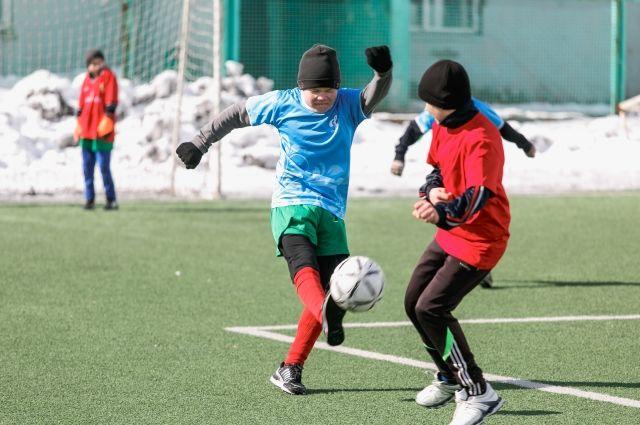 Молодые футболисты.