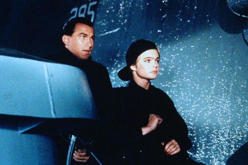 В 1992 году Стивен Сигал принял участие в съемках фильма «В осаде» о попытке захвата террористами линкора «Миссури» с ядерным оружием на борту. Картина получила две номинации на «Оскар».
