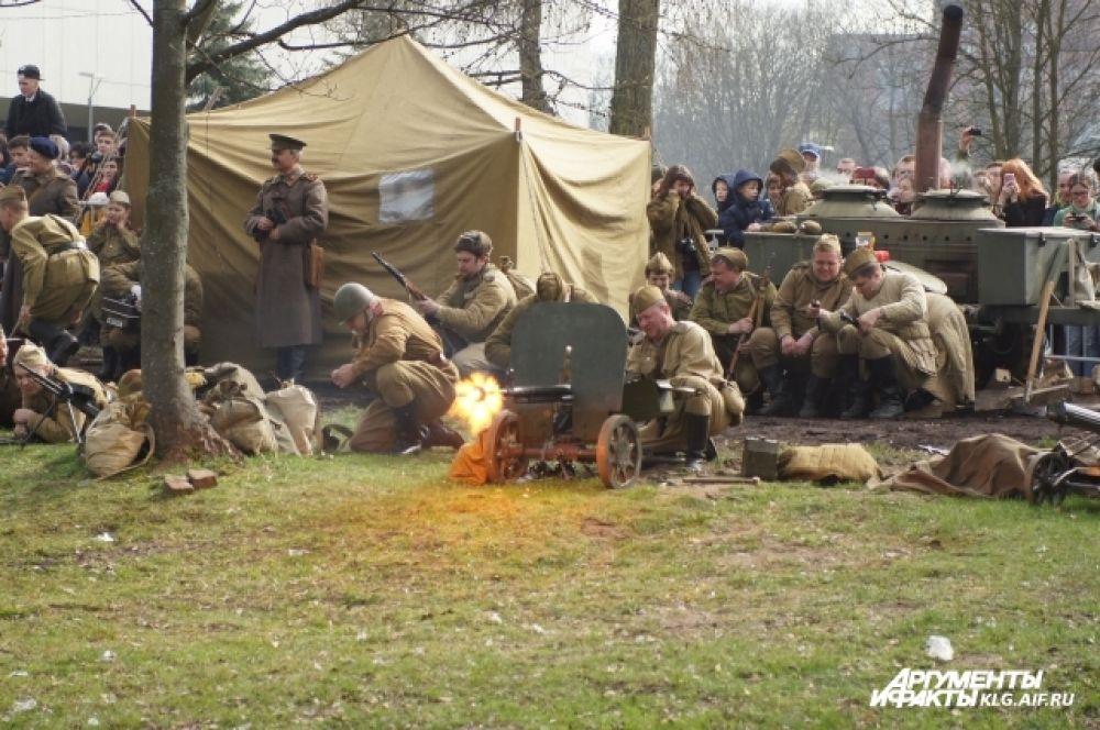 Шестого апреля начались бои за Кенигсберг. Четыре часа город-крепость бомбили артиллерия и авиация. Седьмого - снова артподготовка. Пехота несла большие потери. Нервы у солдат были измотаны до предела.