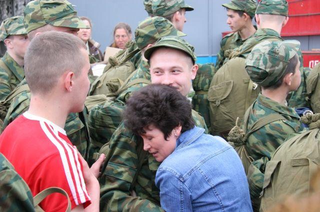 Военком рассказал, как обманывают тюменских призывников