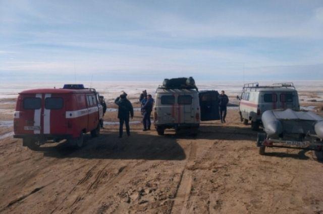 НаРыбинском водохранилище наотколовшейся льдине оказалось 9 рыбаков