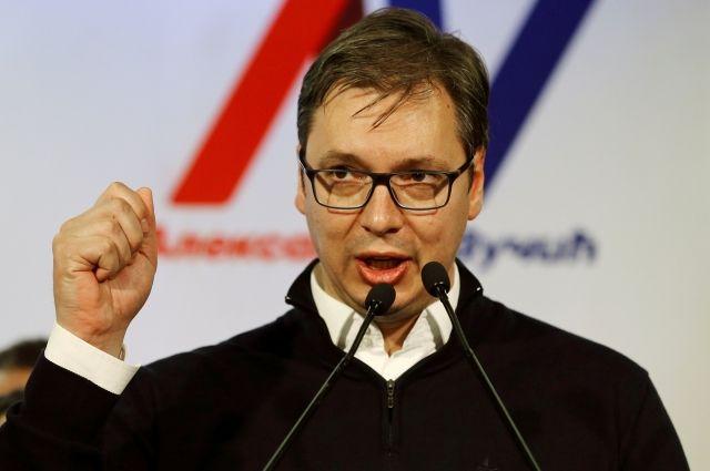 Вучич объявил Маккейну, что Сербия не хочет вступать вНАТО