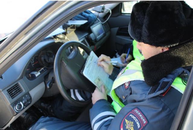 Житель Сургута с поддельными водительскими правами задержан в Увате