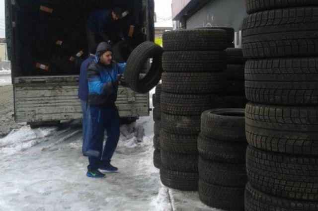 После ночных заморозков и осадков дороги покрываются микропленкой льда, это может привести к серьезной аварии.