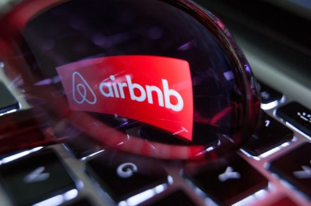 Airbnb ликвидировал подразделение в РФ для упрощения операционной структуры