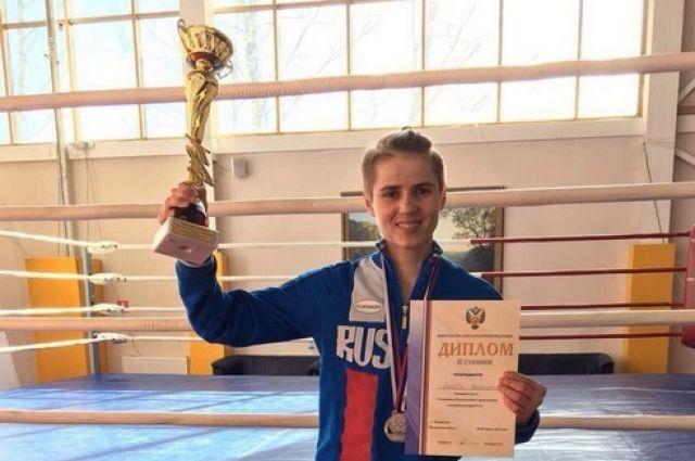Оренбурженка везет домой «серебро» чемпионата России по боксу