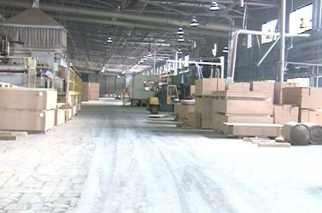 Завод простаивает уже 60 дней.
