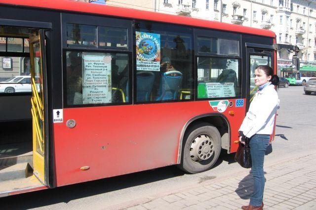 Встолкновении автобуса илегковушки вКазани пострадали два человека